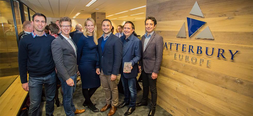 Henk Deist, CEO van Atterbury Europe, en zijn Atterbury-team in Leiden