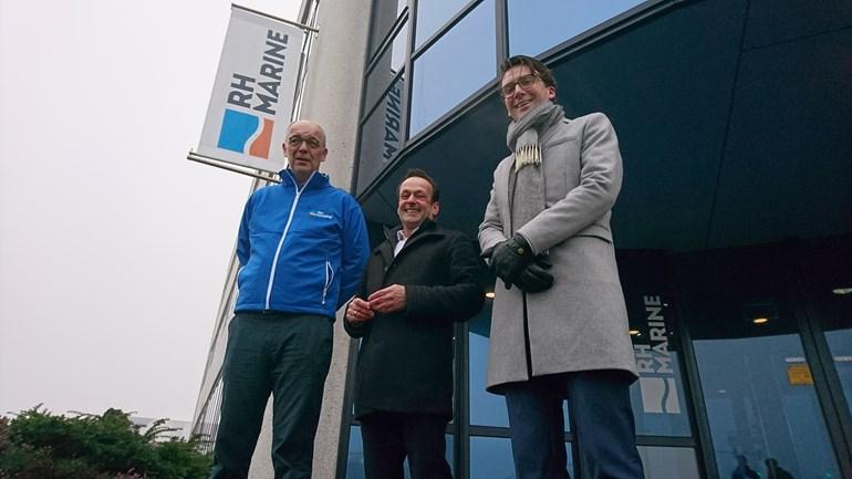 Onderwijs en bedrijven stropen samen de mouwen op in haven Schiedam